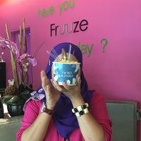 Photo taken at Fruuze Frozen Yogurt by Noor K. on 5/2/2016