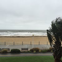Photo taken at Holiday Inn & Suites Virginia Beach- North Beach by Seelan G. on 10/1/2015