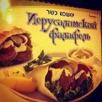 Снимок сделан в Иерусалимский Фаляфель пользователем Lena B. 1/2/2013