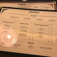 Foto tomada en Crimson Diner + Whiskey Bar por Consuela B. el 7/27/2017