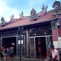 Photo taken at Kuan Yin Temple (觀音亭 Goddess of Mercy) by Honghong on 12/30/2014