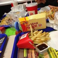 3/29/2013 tarihinde Yağmur K.ziyaretçi tarafından Burger King'de çekilen fotoğraf