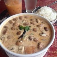 Foto tomada en Sivalai Thai Restaurant por Monica el 1/12/2014