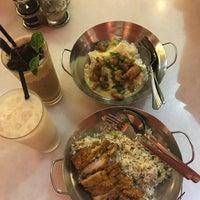 Photo taken at Little Wok Kitchen by hani. n. on 9/20/2017