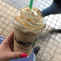 Foto tirada no(a) Starbucks por Chiara M. em 4/6/2018