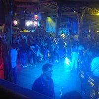 Foto tomada en Arenas Bar & Lounge por Mariangelica P. el 12/17/2017