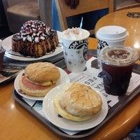 Photo taken at TOM N TOMS COFFEE by De Vallion P. on 6/6/2014