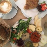 Das Foto wurde bei Café Neue Liebe von justmush am 8/26/2018 aufgenommen