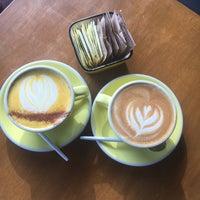 12/15/2016 tarihinde Wendy H.ziyaretçi tarafından Three Seat Espresso & Barber'de çekilen fotoğraf
