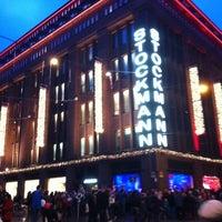 11/25/2012 tarihinde Olga A.ziyaretçi tarafından Stockmann'de çekilen fotoğraf