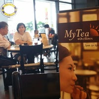 Photo taken at OldTown White Coffee by Liwei O. on 5/17/2014