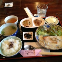 Photo taken at 町家カフェ上屋敷二丁目 by Yasushi U. on 5/28/2014