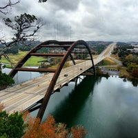 Foto tomada en 360 Bridge (Pennybacker Bridge)  por Barron F. el 12/1/2012