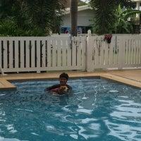 Foto tomada en Sa-by-jai Dog Swimming Pool por Somrutai S. el 7/13/2014