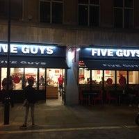 5/16/2015 tarihinde Fahad A.ziyaretçi tarafından Five Guys'de çekilen fotoğraf