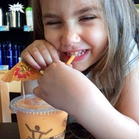 Photo taken at Maui Wowi Coffee & Smoothies by Gina S. on 5/21/2014
