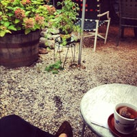 Снимок сделан в Sit & Wonder пользователем Shana K. 9/29/2012