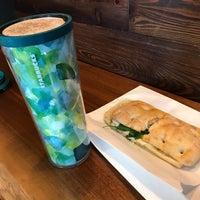 Foto tomada en Starbucks por Johan S. el 9/17/2017