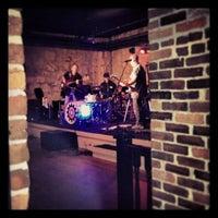 Foto scattata a The Cave Bar at Omni Mt. Washington da Julianne O. il 7/26/2013