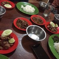 Photo taken at Lapo Ni Tondongta by TJ on 12/16/2016