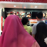 Photo taken at KFC by Ery W. on 2/25/2017