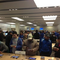 Photo taken at Apple The Westchester by Matheus P. on 11/10/2012