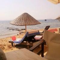 Photo taken at Pinar Otel beach club by Aylin Neslihan A. on 9/14/2016