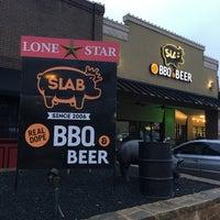 Foto tirada no(a) Slab BBQ por Chris em 2/23/2018