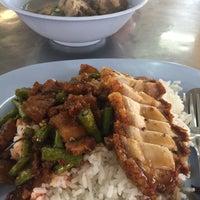 Photo taken at Jubkang Noodle by Kantaleeyar T. on 11/19/2016