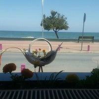 Foto scattata a strand cafe da Hayriye G. il 5/26/2016