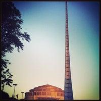 Das Foto wurde bei Jahrhunderthalle von Wroclaw Official am 4/9/2013 aufgenommen