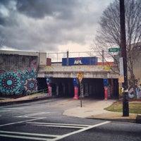 รูปภาพถ่ายที่ Krog Street Tunnel โดย John M. เมื่อ 3/2/2013