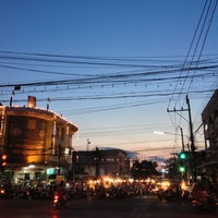 Photo taken at ตลาดโต้รุ่ง-นครพนม by Thana P. on 12/2/2012