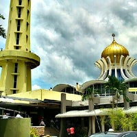 Photo taken at State Mosque (Masjid Negeri) by Eizad E. on 6/14/2013