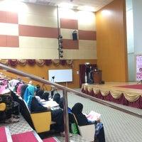 Photo taken at Jabatan Kesihatan Negeri Perlis by Fatin Q. on 4/7/2016