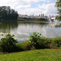 Foto tirada no(a) Lago do Ibirapuera por Rafael A. em 7/13/2013