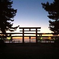 Photo taken at Hakozakigu Shrine by Teppei K. on 9/18/2013