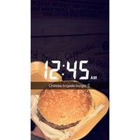 Foto scattata a Chelsea Bridge Burger da amouna11_ il 10/15/2017