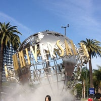 Foto scattata a Universal Studios Hollywood Globe and Fountain da Ana Flávia L. il 3/25/2013