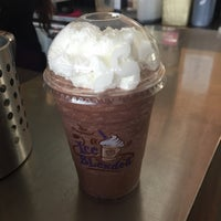 Photo taken at The Coffee Bean & Tea Leaf by Princess A. on 1/18/2015