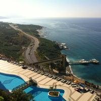 รูปภาพถ่ายที่ Utopia World Hotel โดย Бодарья เมื่อ 10/5/2012