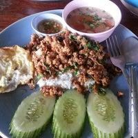 Photo taken at ราดหน้ามหาชน by Bossini K. on 3/24/2014