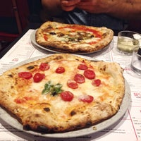 Foto tomada en NAP: Neapolitan Authentic Pizza  por Margaret Z. el 7/21/2015