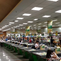 Foto tirada no(a) Sonda Supermercado por Richard M. em 1/11/2014