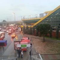 Photo taken at Merter Metro İstasyonu by Tanju E. on 12/7/2012
