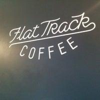 Das Foto wurde bei Flat Track Coffee von Mike Z. am 3/19/2015 aufgenommen