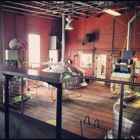 Photo taken at Goose Island Beer Co. by leeleechicago on 9/14/2012