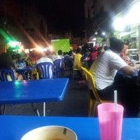 12/26/2012 tarihinde Nor R.ziyaretçi tarafından Ali's Bistro (Nasi Kandar Pulau Pinang)'de çekilen fotoğraf