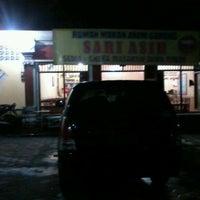 Photo taken at Rumah Makan Sari Asih by Ayie N. on 12/9/2012