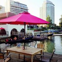 Photo taken at The Lake Chalet Seafood Bar & Grill by Juan Carlos L. on 5/25/2013